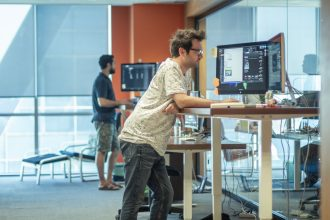 standing-desks-vs-sitting