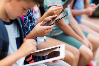 students with tablets learn by edtech tools