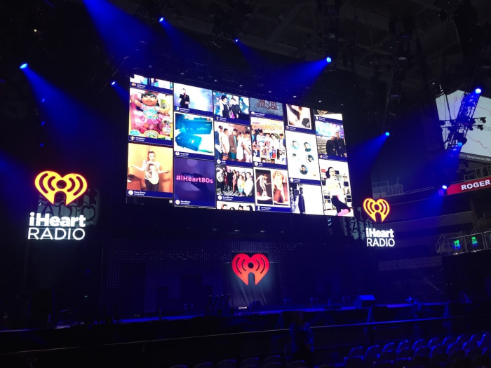 digital wall that displays social posts of the event