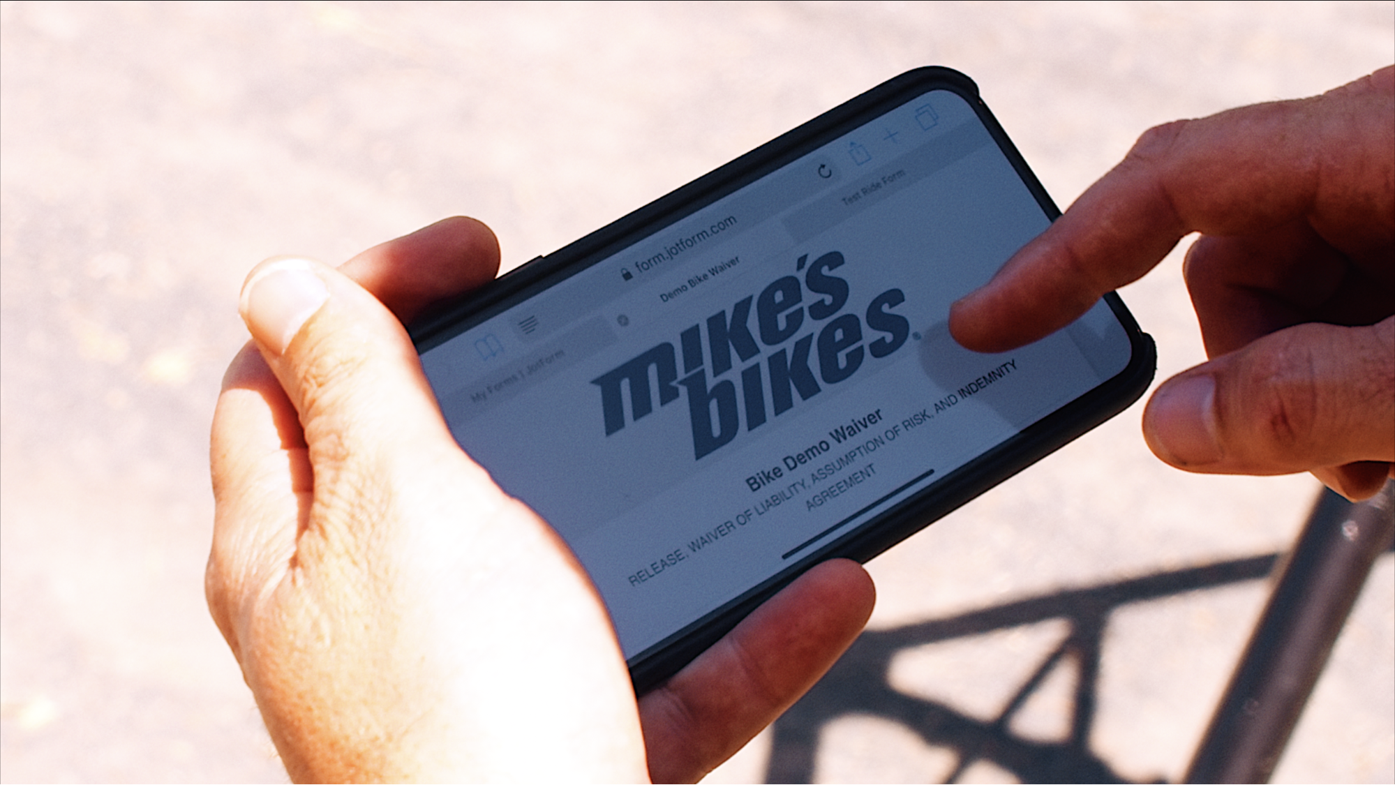 Mike's Bikes customer uses JotForm Mobile Forms remotely