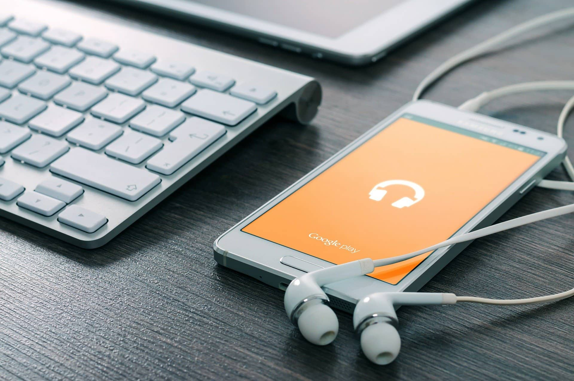 6 productivity podcast suggestions from the JotForm marketing team