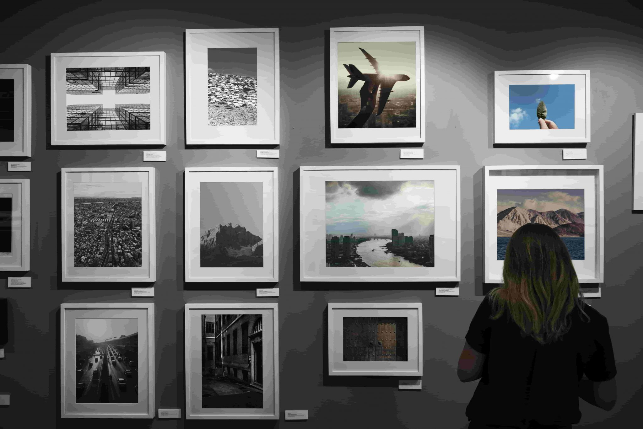 How to set up an art exhibition